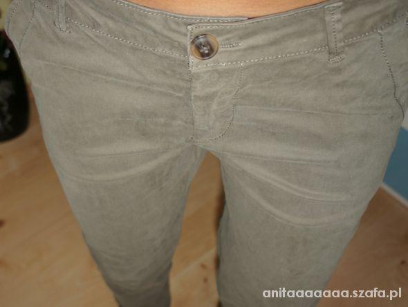 Spodnie rurki w kolorze khaki