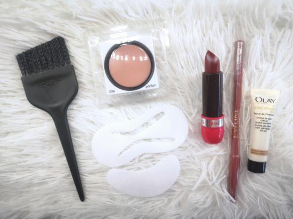 Zestaw kosmetyków do makijażu i akcesoria