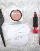Zestaw kosmetyków do makijażu i akcesoria...