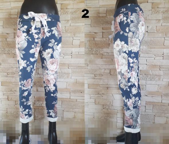 Spodnie Spodnie dresowe w piękne kwiaty