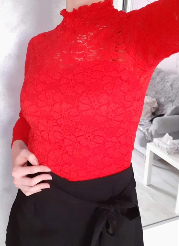 Bluzki Body koronkowe