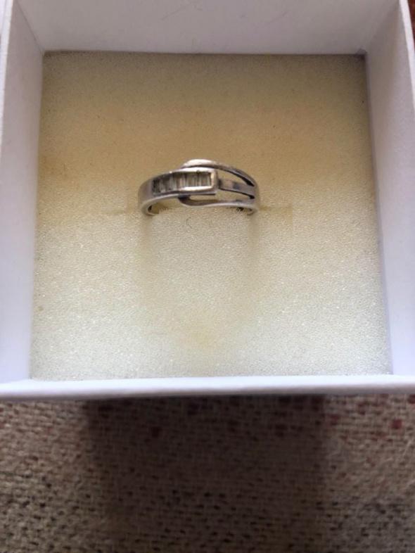 Delikatny srebrny pierścionek 925