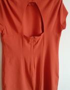 Pomarańczowa sukienka z wycięciem na plecach...