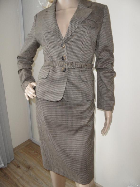Brązowy kostium w pepitkę