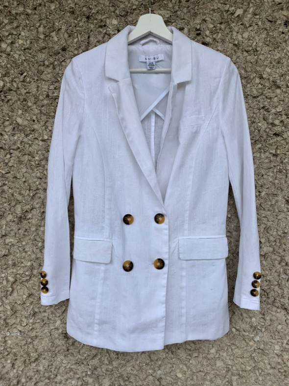 biała marynarka amisu guziki