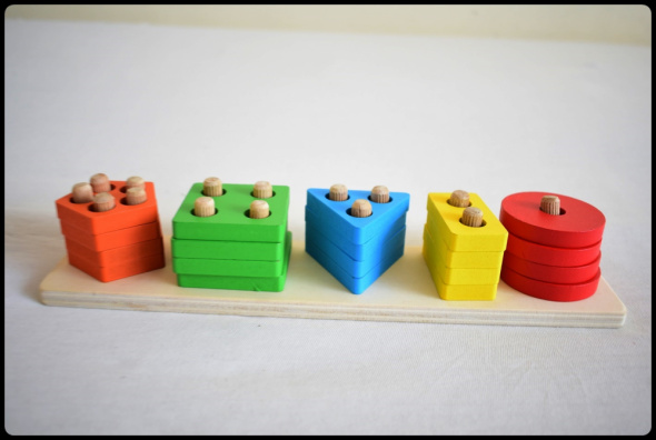Zabawki Sorter dla dzieci Drewniana piramida 5 figur
