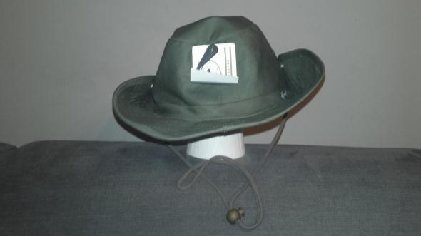 Ciemnozielony letni kapelusz z materiału
