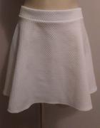 Biała mini spódniczka z zamkiem S H&m rozkloszowana