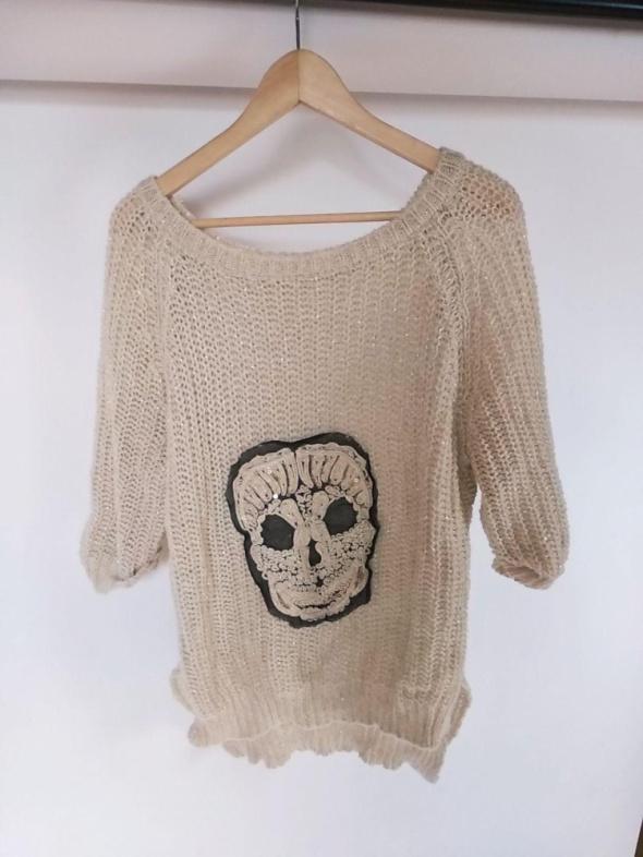 Sweter uniwersalny asymetryczny z czachą