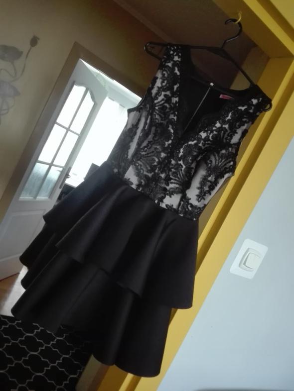 Sukienka koronka falbanki