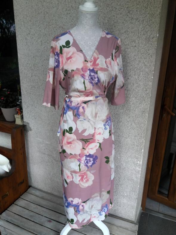 Sukienka w kwiaty krój kimono wiązana Happy Holly 44 46