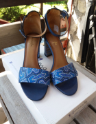 Piękne skórzane sandały niebieskie wzory na obcasie Maciejka 38