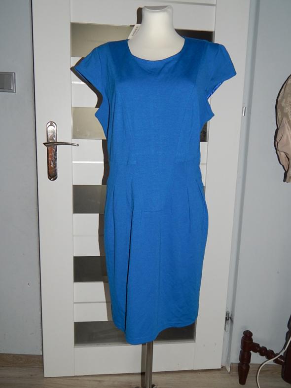 Nowa niebieska sukienka dzianinowa