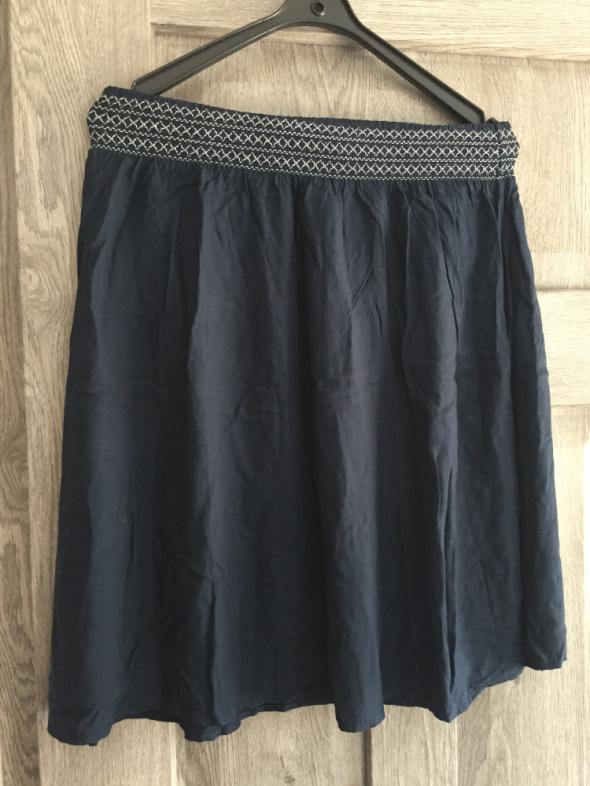 Granatowa spódnica...