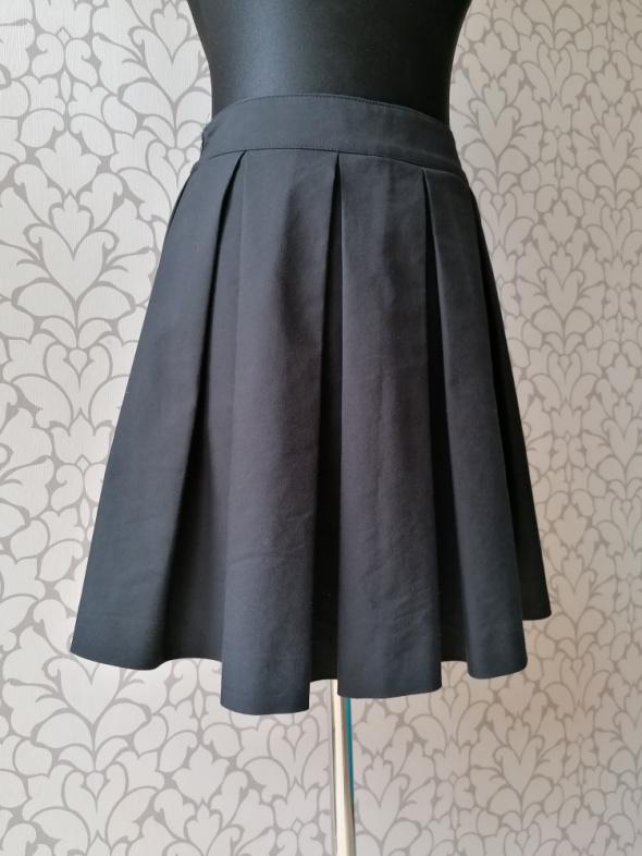 Czarna rozkloszowana spódnica schoolgirl kontrafałdy vintage 36