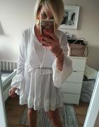 Biała sukienka falbany M