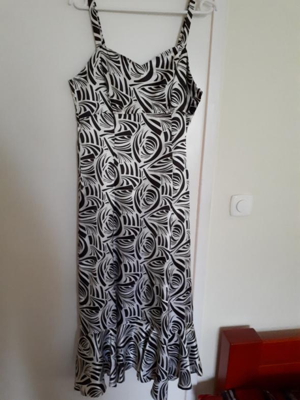 Sukienka w ciekawe wzory