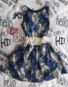 Sukienka w kwiaty z koronką...