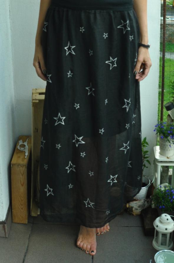 długa spódnica w gwiazdki