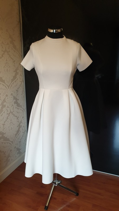 Biała rozkloszowana sukienka odkryte plecy 34 XS...