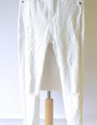 Spodnie Białe Rurki Bershka 36 S Dziury Postrzępione Nogawki...
