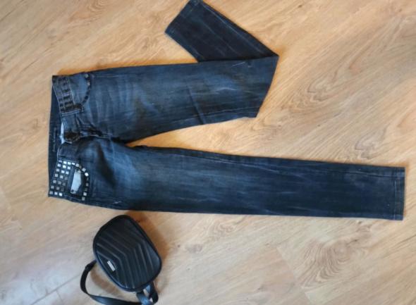 Spodnie Jeansy Stradivarius