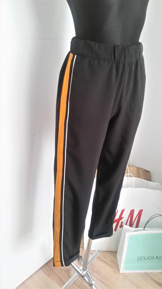 Czarne spodnie z lampasami Pull & Bear