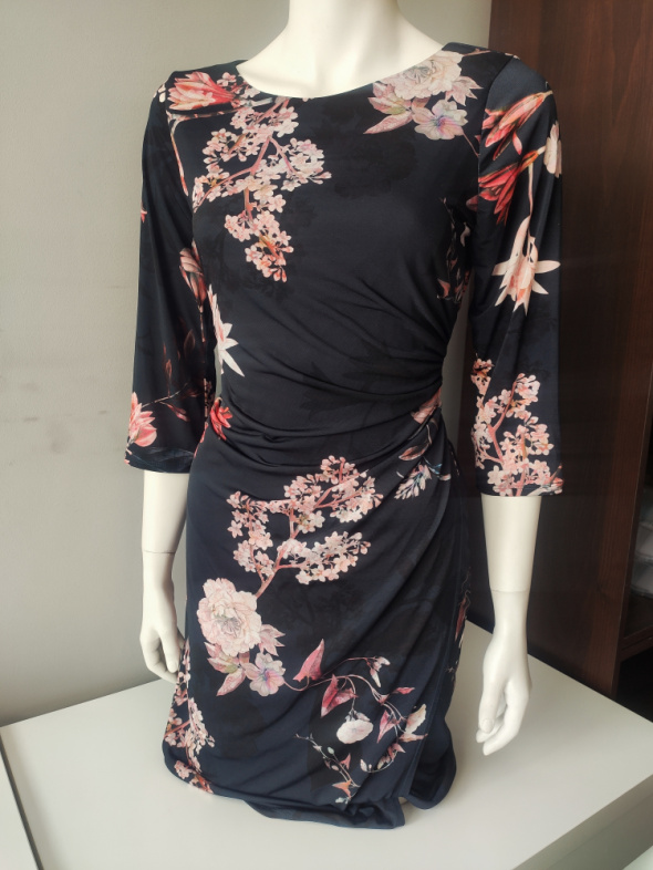 Granatowa sukienka w kwiaty 42