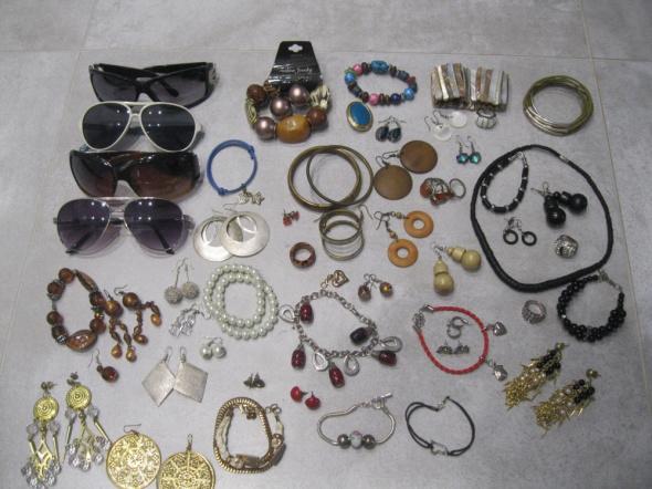 biżuteria kolczyki bransoletki okulary 54 szt...