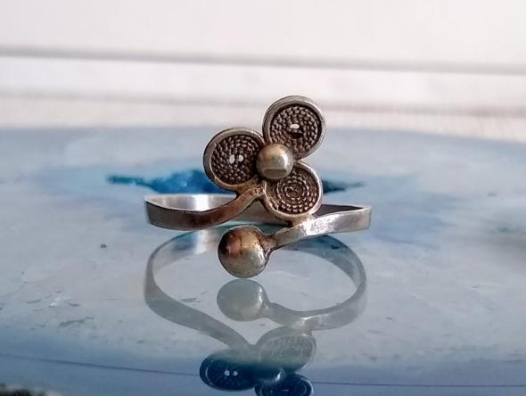 Stary srebrny pierścionek fiigran kwiat