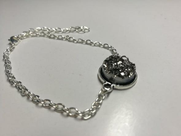 Nowa Bransoletka z kamieniem w kolorze srebra...
