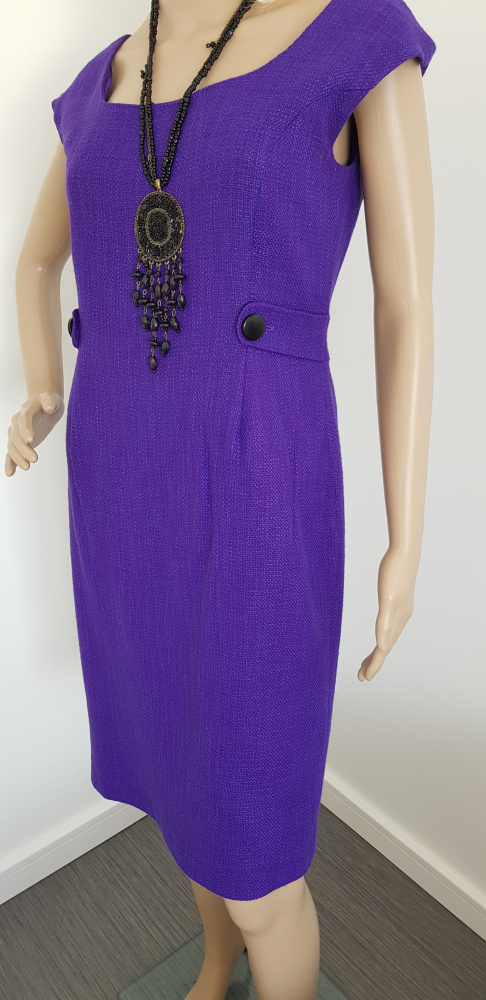 Fioletowa sukienka bez rękawów...