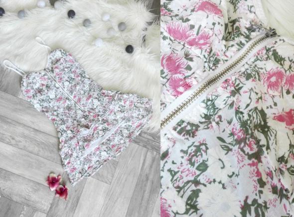 Urocza wiosenna sukienka w kwiatowy wzór
