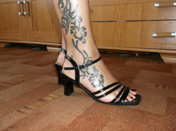 Sandałki Czarne Lakierowane