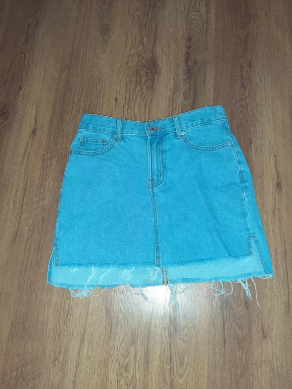 Spódnica jeansowa z przetarciami...