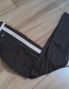 Jak nowe szare sportowe spodnie NIKE...