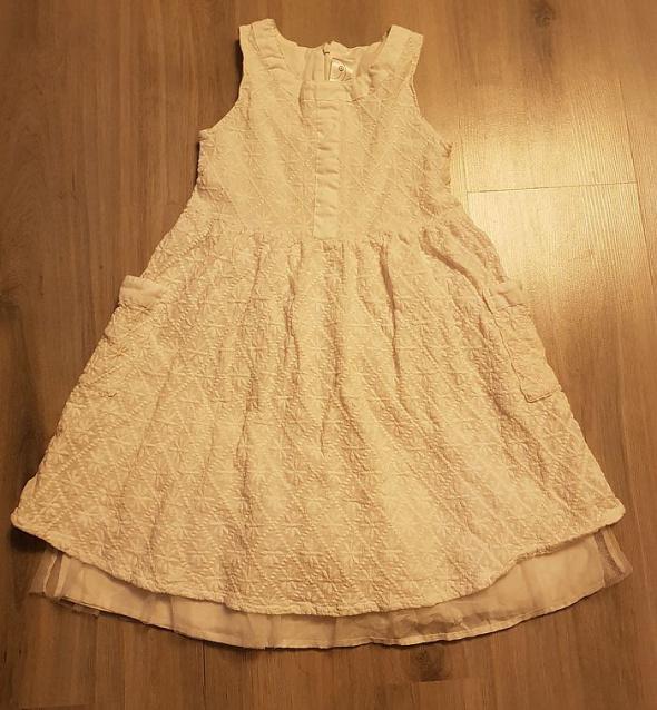 Biała sukienka dla dziewczynki na 7 lat