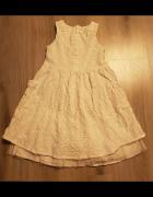 Biała sukienka dla dziewczynki na 7 lat...