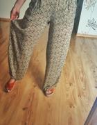 Spodnie wzorzyste ZARA w kwiatki S dzwony szerokie nogawki proste