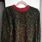 zielona bluzka w panterkę