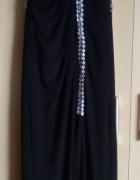 Czarna sukienka balowa z asymetryczną srebrną lamówką...