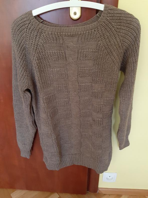 Sweterek na chłodniejsze dni...