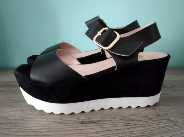 Skórzane sandały na platformie roz 40