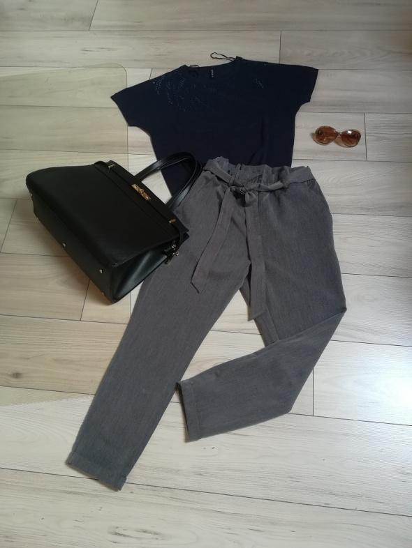 Firmowy komplecik do pracy spodnie i sweterek z cekinami