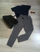 Firmowy komplecik do pracy spodnie i sweterek z cekinami...