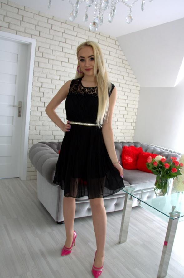 Suknie i sukienki Czarna plisowana sukienka