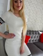 Biała sukienka prążek