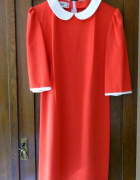 Czerwona sukienka z kołnierzykiem retro pensjonarka...