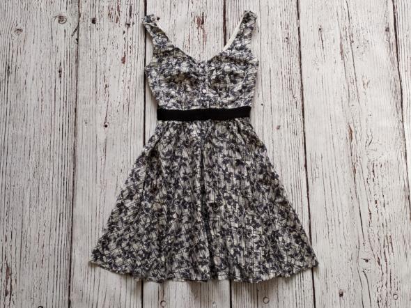 Sukienka wzory XS...
