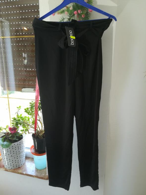 nowe damskie spodnie z materiału m bershka...